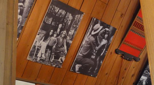 離山房店内のジョンの写真