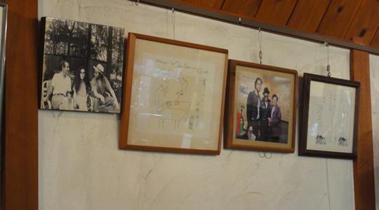 離山房の店内にあるジョン・レノンの写真2