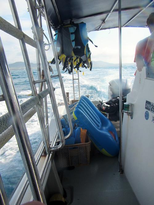 石垣港から体験ダイビングへ出発